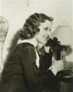 femme-au-telephone-3